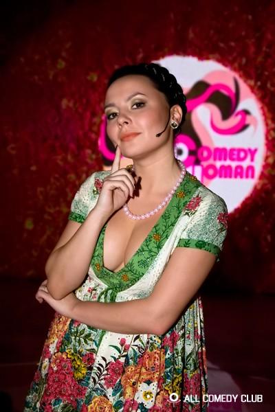 golie-aktrisi-iz-comedy-woman